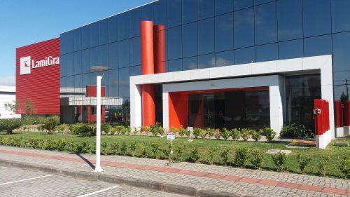 Lamigraf eröffnet einen neuen Produktionsstandort in Brasilien und erweitert seine Produktionskapazität um eine zweite Drucklinie